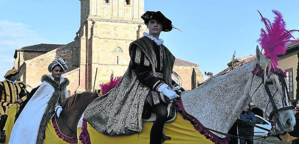 Aguilar recrea la llegada de Carlos V a la villa