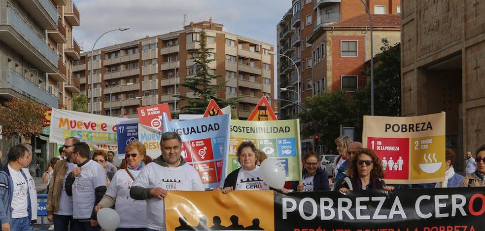 Las ONG piden en la calle que la sociedad salmantina se rebele contra la pobreza