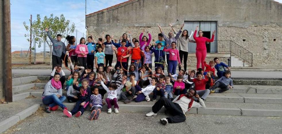 Las escuelas de la comarca disfrutan de una jornada de convivencia y cultura en común