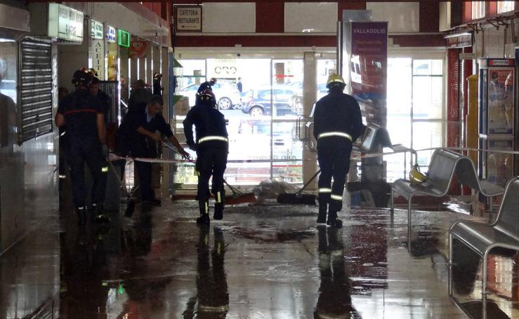 El reventón de una tubería inunda la estación de autobuses de Valladolid