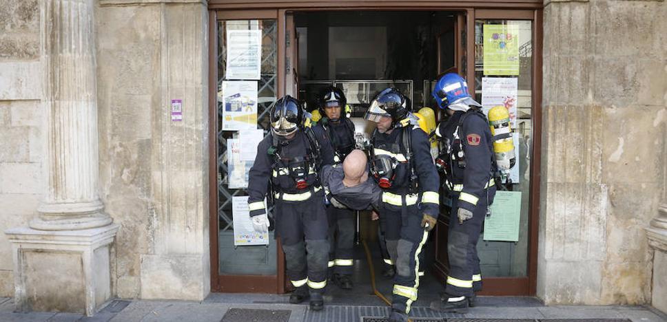 Humo, alarmas y un rescate en el Ayuntamiento de Palencia