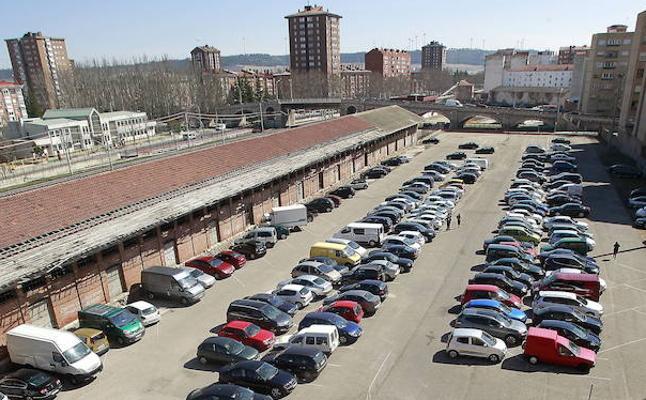 Unos 750 coches aparcan al día en los parking de Jardinillos y la Estación Pequeña