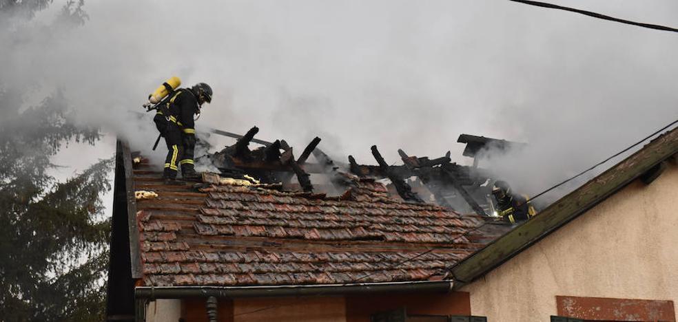 Desalojan por un fuego el emblemático edificio de San Rafael donde vivió Rafael Alberti