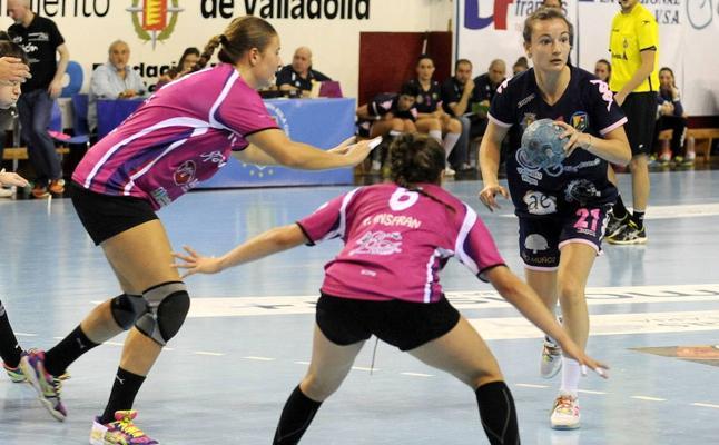 El Aula Valladolid se cuela en una liga de tres