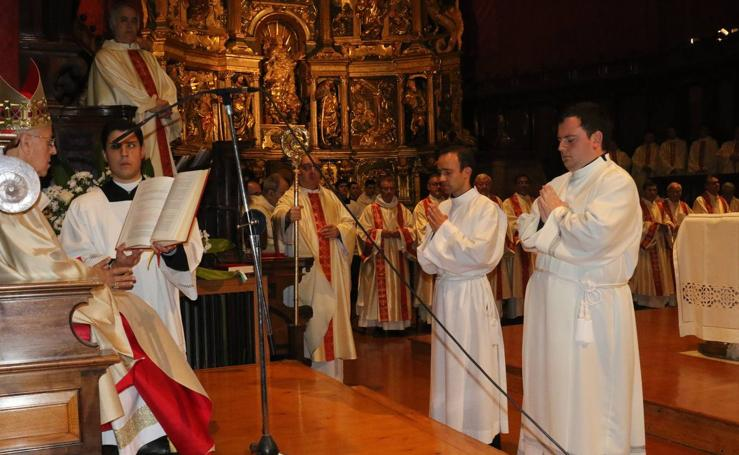 Ordenación de dos diáconos en la Catedral de Valladolid
