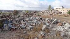 Los escombros ocupan los terrenos del antiguo chalé de Parquesol un año después