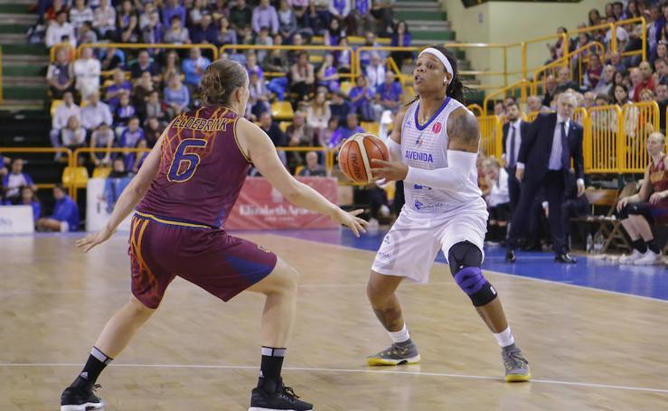 Partido de baloncesto entre el Avenida de Salamanca y el Yakin Dogu de Turquía (62-67)
