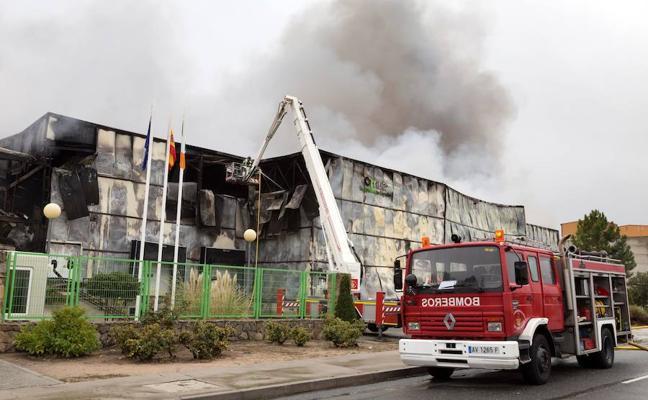 Un incendio destruye una fábrica de Ávila que da trabajo a 120 personas