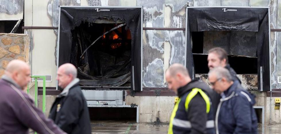 Los propietarios de la fábrica quemada en Ávila preparan un «plan de contingencia» para clientes y trabajadores