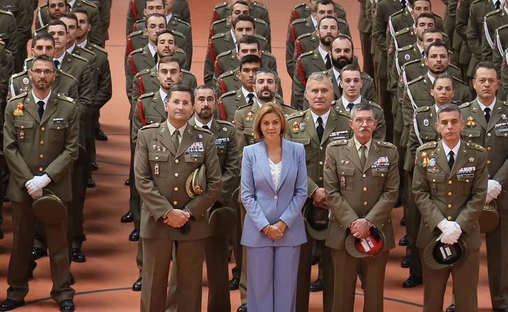 La ministra de Defensa, María Dolores de Cospedal, visita la Academia de Caballería de Valladolid