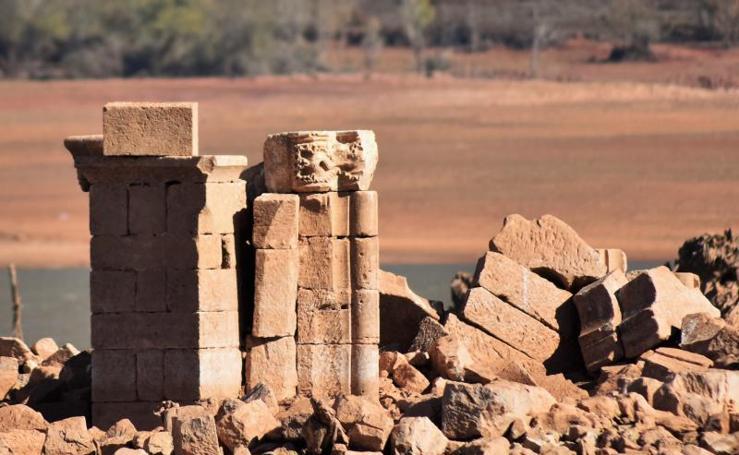 La Confederación Hidrográfica del Duero rescata los capiteles románicos de Cenera de Zalima