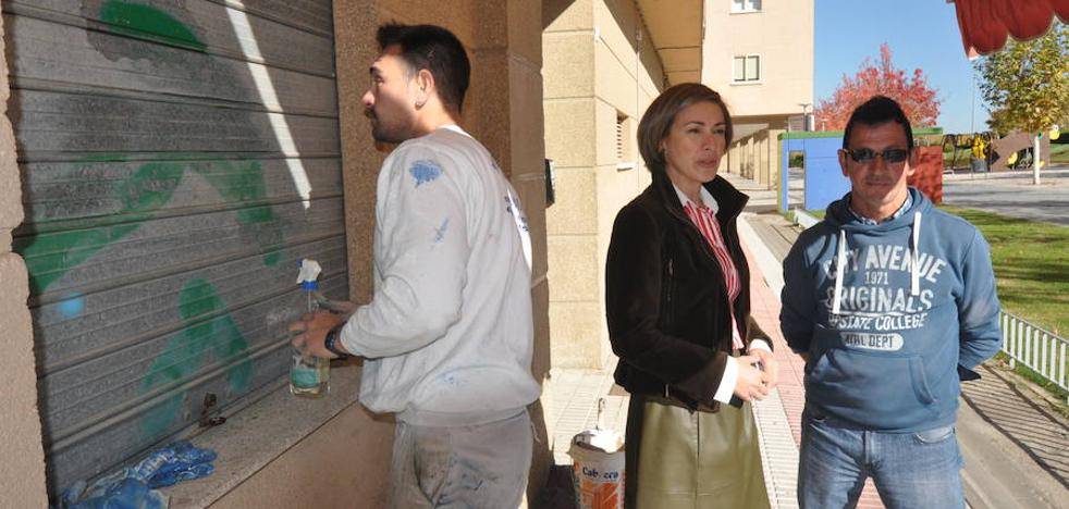 El Consistorio ha limpiado 300 pintadas en varias zonas del municipio