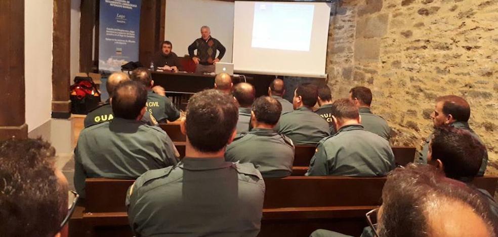 Agentes del Seprona y del GEAS asisten a una jornada formativa sobre el Lago de Sanabria