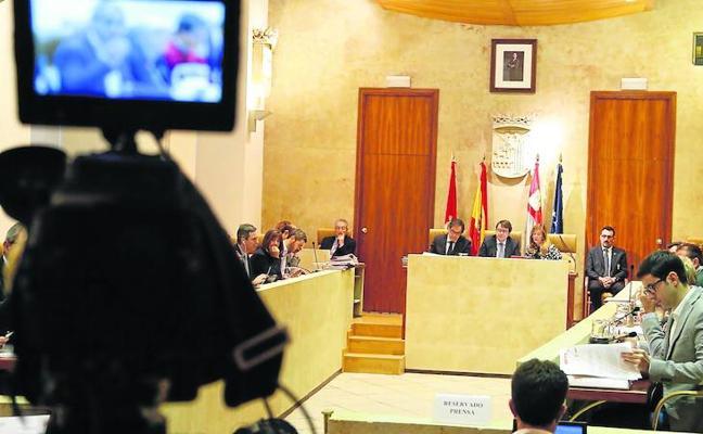 PP, PSOE y C's aíslan a Ganemos y se unen en la defensa de la Constitución