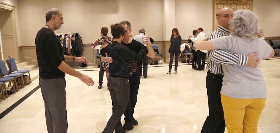 La Asociación El Abrazo cumple cuatro años bailando tangos