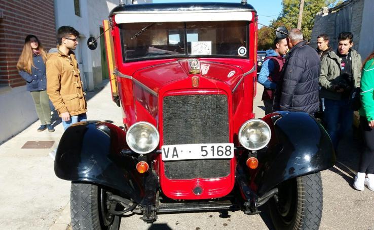 Concentración de vehículos clásicos en Cevico de la Torre (Palencia)