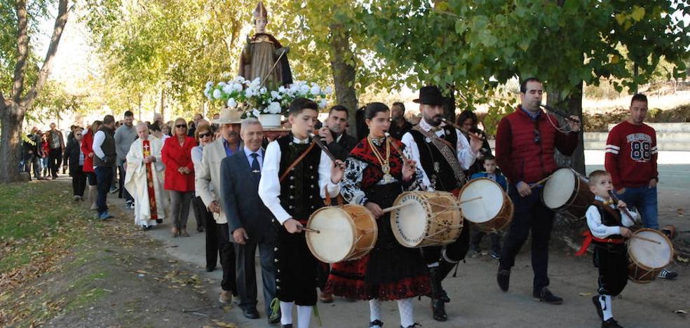 Traspaso de capa, procesión y comida para cerrar las fiestas