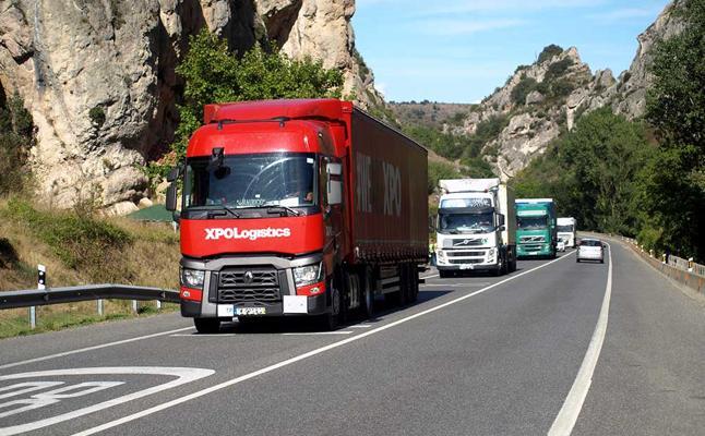 Junta y Fomento bonificarán hasta el 75% el desvío obligatorio de camiones a la AP-1