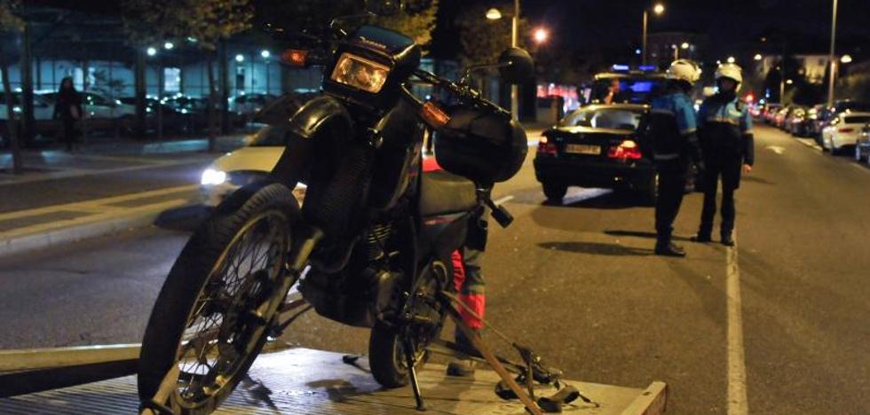 Un conductor ebrio arrolla a un motorista en Recondo
