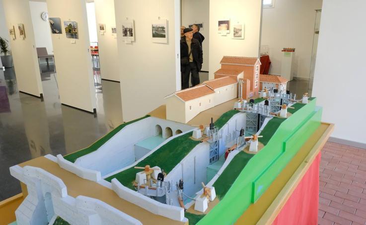 Exposición sobre el Canal de Castilla en el centro cívico de La Victoria