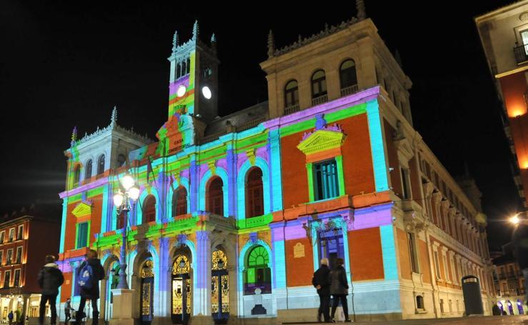 Pruebas de iluminación en la fachada de la Casa Consistorial