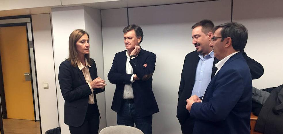 La delegación de la Diputación se reúne con el colectivo segoviano en Bruselas