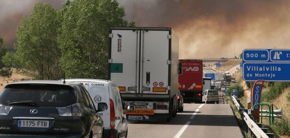 Reabierta al tráfico la A-1 tras incendiarse un camión en Boceguillas