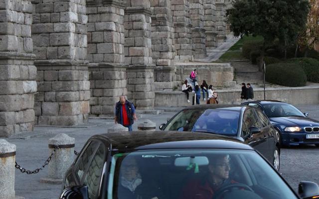 Alejar el tráfico del Acueducto costará unos 32.700 euros