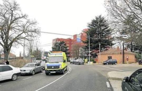 El futuro aparcamiento del hospital funcionará en primavera y la rotonda de acceso, después del verano