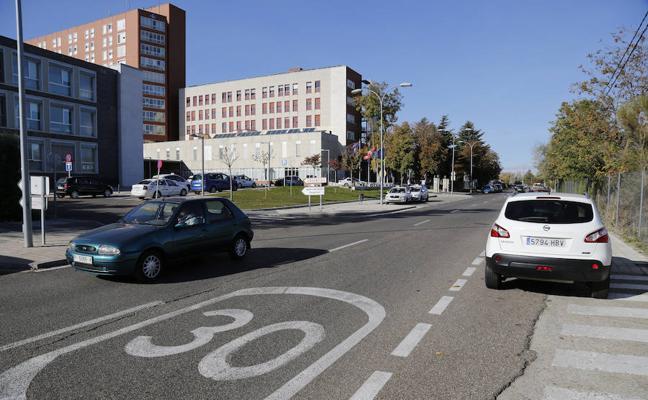 El alcalde cree que el Hospital puede perder el aparcamiento más barato de España