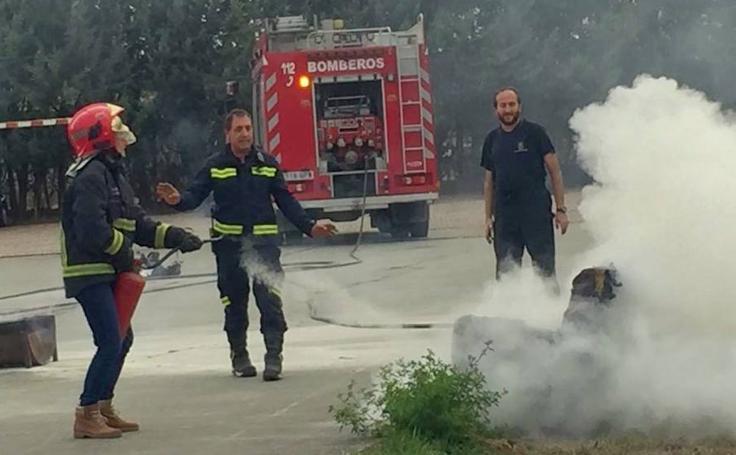 Los escolares de Baltanás, bomberos por un día