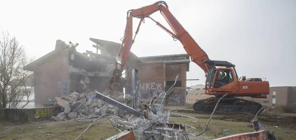 Retiran los escombros del chalé de Parquesol
