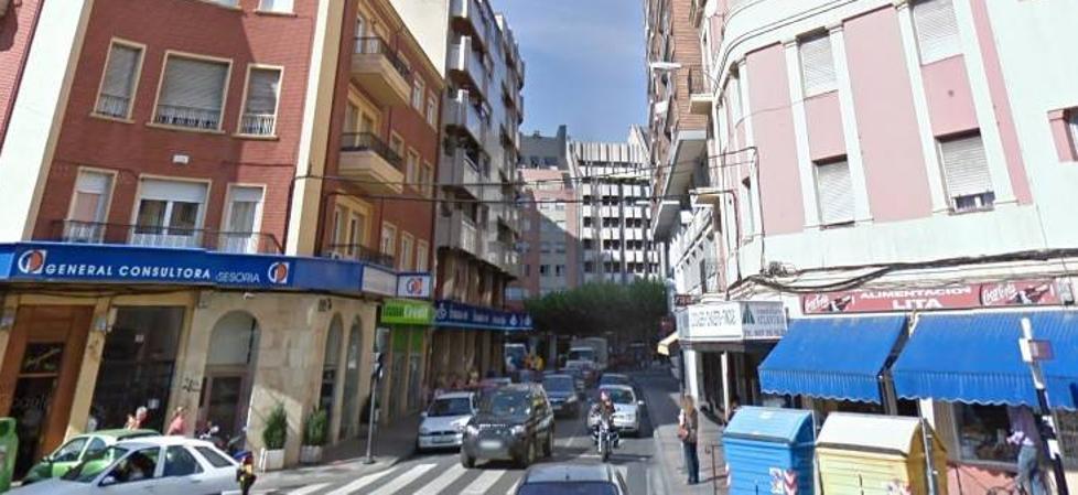 Hallan a una joven de 21 años semiconsciente y con múltiples lesiones en mitad de la calle en León