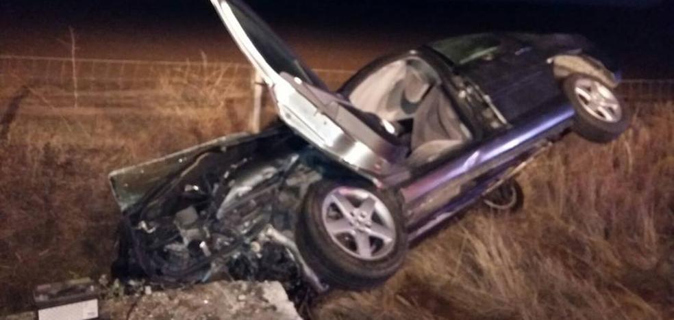 Una persona fallecida y otra herida en el vuelco de un vehículo en Salamanca