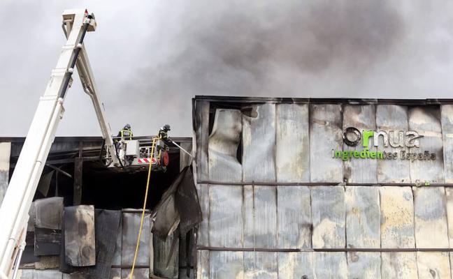 Extinguido por completo el incendio en una fábrica de Ávila declarado hace dos semanas