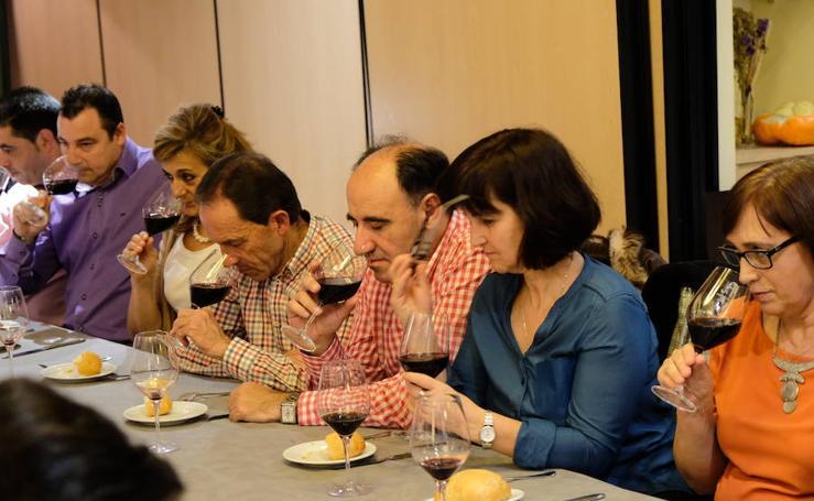 Cata de Bodegas Avelino Vegas en el restaurante Casares