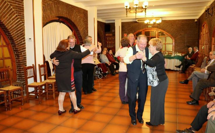 El Club de Jubilados de Baltanás cierra las fiestas patronales con un homenaje a los mayores que han cumplido 80 años