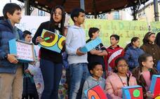 Más de 200 niños claman por sus derechos