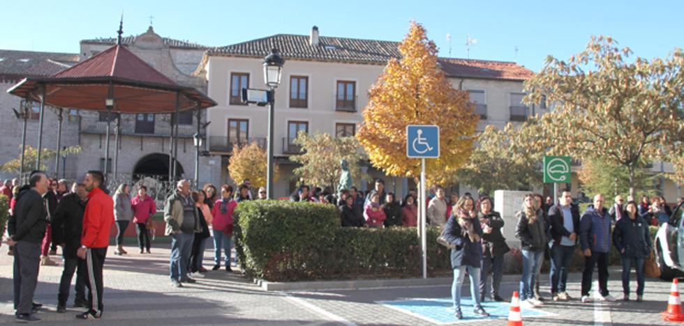 Decenas de personas se concentran en Arévalo como repulsa a por la Violencia de Género y en apoyo de la familia de Mónica Berlanas