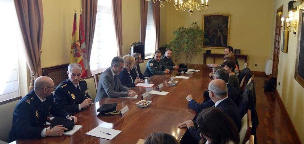 Ávila implanta un interlocutor policial para proteger al personal sanitario