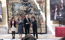 La Reina Letizia entrega el Premio de Accesibilidad al alcalde de Ávila