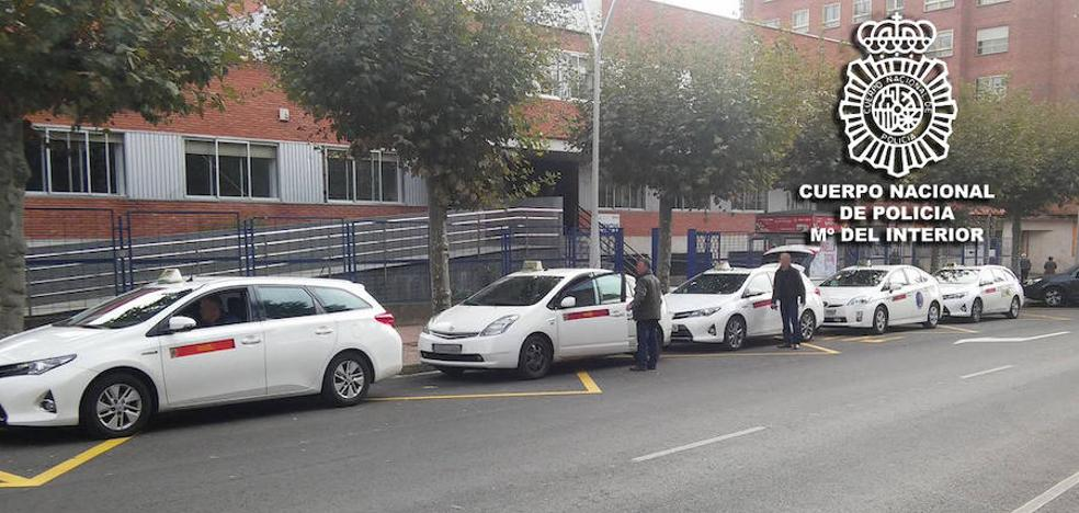 Amenazan y roban a un taxista antes de ser interceptados por otros taxistas