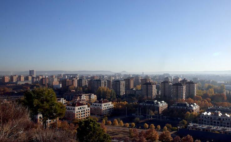 La ciudad de Valladolid, en nivel 2 de alerta por contaminación, vista desde el cerro de Las Contiendas