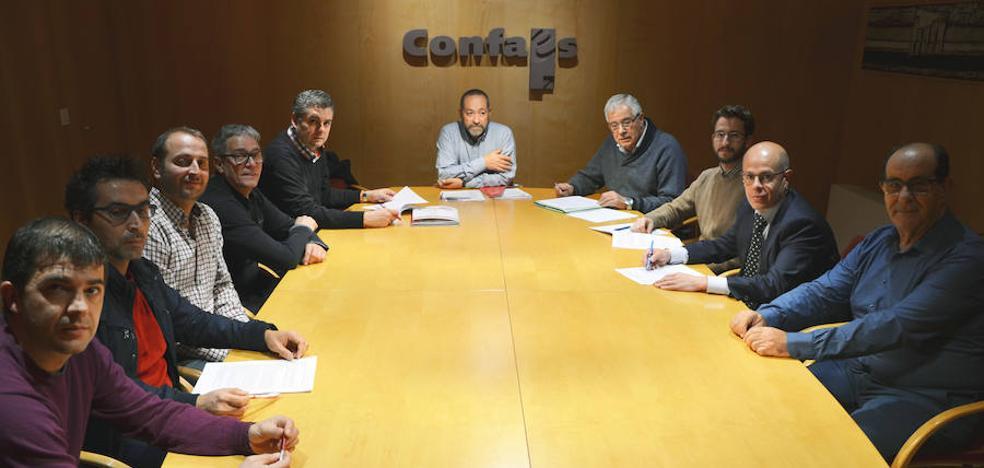 La patronal CONFAES y los sindicatos UGT y CCOO firman el Convenio Colectivo del Metal