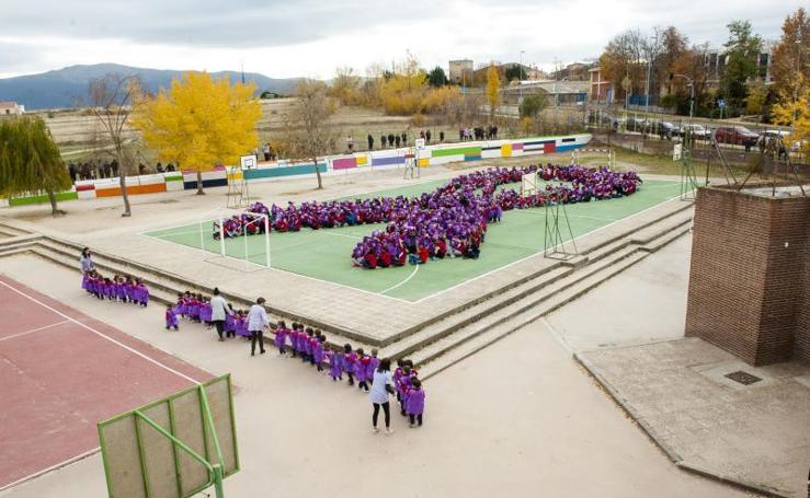 Acto contra la violencia de género en el centro educativo Cooperativa de Enseñanza Alcázar de Segovia