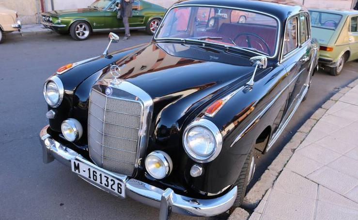 Concentración de vehículos clásicos en Baltanás