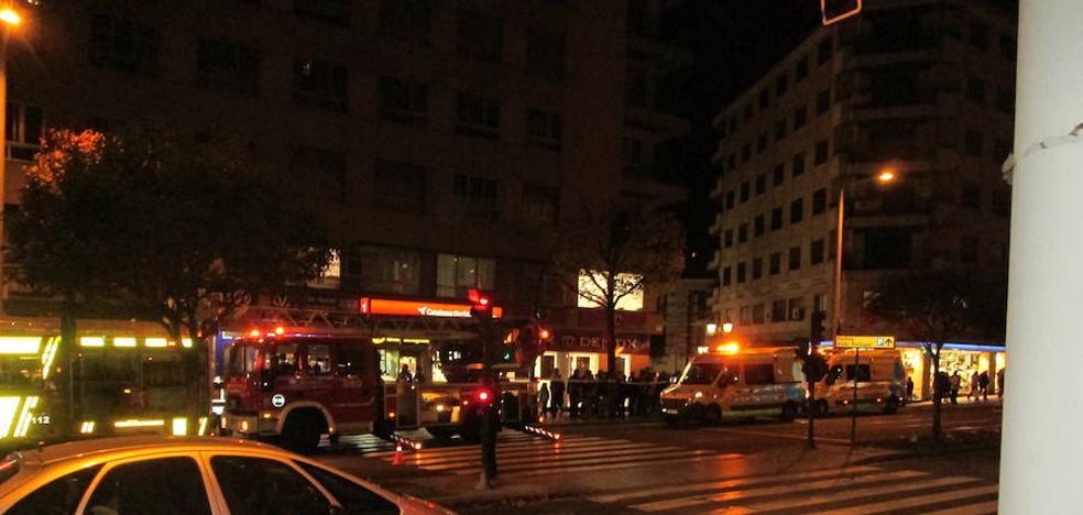 Tres intoxicados por humo en el incendio de una vivienda