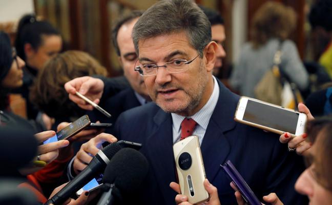 Catalá dice que jueces y fiscales sopesan dejar Cataluña por «presión social»