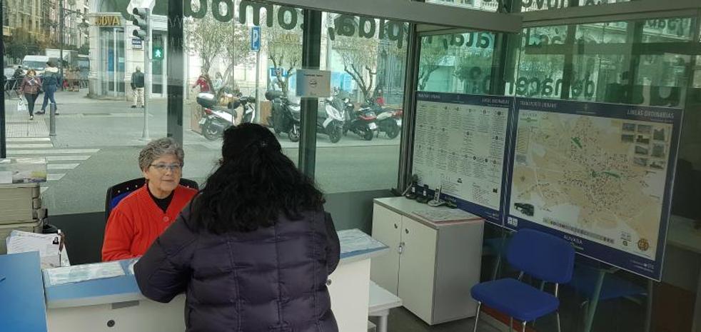Auvasa ampliará la oficina de atención al viajero de la Acera de Recoletos por falta de espacio