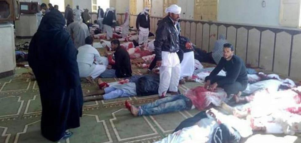 Suben a 235 los muertos en un ataque en una mezquita en Egipto